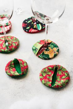 Wine glass coasters cozies are ideal for decorating your wine glasses! Easily identify which wine glass is yours with this festive alternative to wine charms. Wine Glass Holder, Wine Glass Charms, Christmas Sewing, Christmas Crafts, Xmas, Wine Glass Markers, Marker Crafts, Wine Bottle Crafts, Wine Bottles
