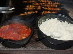 PAP EN SOUS (Maize/corn porridge with tomato and onion sauce) Traditionally served with boerewors (sausage). Onion Sauce, Tomato Sauce, South African Recipes, Africa Recipes, Biltong, Cast Iron Cooking, Love Food, Catering, Food And Drink