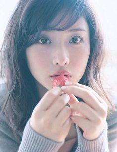 共演者もハマる♡石原さとみに学ぶ愛され女子になる5つの方法 - Locari(ロカリ) Satomi Ishihara, Asian Eyes, Asian Cute, Japanese Models, Beauty Photos, Actor Model, Beautiful Asian Women, Classic Beauty, Woman Face