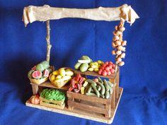 mercado artesanal belen rodrigo garcia istillarty Fontanini Nativity, Eleanor And Park, Vitrine Miniature, Fairy Furniture, Nativity Crafts, Bible Crafts, Mini Things, Miniture Things, Xmas