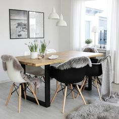 Nordlux Trude pendant lights elegantly compliment this dreamy interior by Marili 😍 Ceiling Pendant, Pendant Lights, Scandinavian Interior, Scandinavian Style, Interior Styling, Interior Design, White Pendant Light, Beautiful Dining Rooms, Dining Room Design