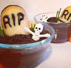 Make tombstone pudding cups! Learn how @BrightNest blog.