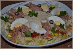 Těstovinový salát s tuňákem - Powered by Grains, Rice, Chicken, Breakfast, Ethnic Recipes, Food, Anna, Morning Coffee, Essen