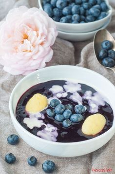 Rezept für Schwedische Blaubeersuppe Soup Recipes, Blueberries Recipes: Recipe for a yummy, Swedish blueberry soup from herzelieb. Blueberry Soup Recipe, Blueberry Recipes, Soup Recipes, Dessert Recipes, Tasty, Yummy Food, Food Blogs, Soul Food, Food Inspiration