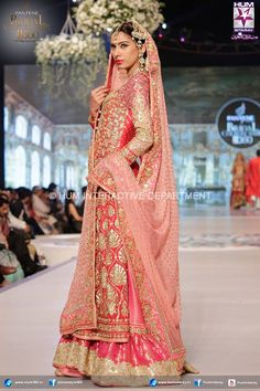 Latest Wedding Bridal Sharara Designs & Trends Collection consists of Top Pakistani & Indian Designer fancy embroidered sharara dresses! Pakistani Wedding Outfits, Bridal Outfits, Pakistani Dresses, Indian Dresses, Indian Outfits, Bridal Dresses, Pakistani Couture, Indian Couture, Pakistani Bridal