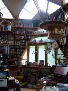 What a great home library, study, office! And the architecture of this room is outstanding too! What a great home library, study, office! And the architecture of this room is outstanding too! Attic Library, Dream Library, Future Library, Attic Office, Attic Playroom, Home Office, Magical Library, Beautiful Library, Interior Exterior