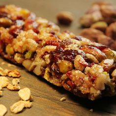 An Easy recipe for chewy cranberry granola bars, a perfect snack to take in your lunch bag. Chewy Cranberry Granola Bars Recipe from Grandmothers Kitchen. Healthy Snacks, Healthy Eating, Healthy Recipes, Chewy Granola Bars, Pavlova, Breakfast Recipes, Good Food, Easy Meals, Cooking Recipes