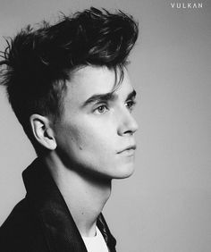 Looking good as always, UK 'Tuber, Joe Sugg, this picture of Joe reminds me of some famous British singer British Youtubers, Best Youtubers, Joe Sug, Joe And Zoe Sugg, Joseph Sugg, Buttercream Squad, Sugg Life, Caspar Lee, Vlog Squad
