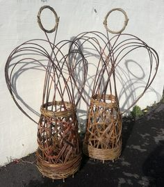 bottom part loks like good weave for rolling baskets for hampers etc.....living willow sculptures   Willow Sculpture – Saturday 1st June