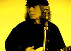 """Ícone da guitarra no rock brasileira, Tony Babalu leva o show de seu novo trabalho instrumental, """"Trilhas"""", ao palco da Praça Antônio Prado (coreto da BM&F), na próxima quarta-feira, 16, às 12h30."""