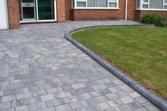 This stone driveway is seriously an outstanding style theme. - This stone driveway is seriously an outstanding style theme. Front Garden Ideas Driveway, Modern Driveway, Driveway Design, Driveway Landscaping, Modern Landscaping, Block Paving Driveway, Stone Driveway, Brick Paving, Modern Landscape Design