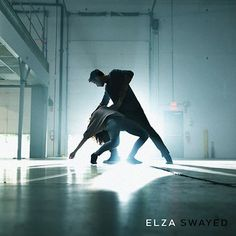 Canadian solo artist Elza's timeless music involves moody layers filled with introspection and haunting soundscapes. Her first single, Swayed proves that her music has staying power. #Elza #Swayed #Single #TCCReview