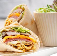 Wrap mit Hühnchen, Schinken, Paprika und Salat