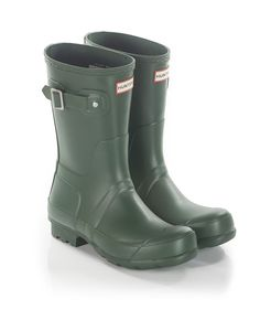 Hunter are most recognisable for their range of classic wellington boots. Fusing tough, durable materials with superior style to create a functional fashion accessory, the brand remain accessible to all, even boasting a royal warrant to serve as shoe provider to the royal family. These original green wellingtons take alternate style from the traditional boots.