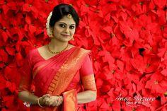 Indian Bridal Saree Red Wedding Bride Ideas For 2019 Indian Bridal Sarees, Wedding Silk Saree, Indian Bridal Outfits, Indian Bridal Fashion, Kerala Bride, Hindu Bride, South Indian Bride, Wedding Looks, Red Wedding