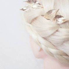 """""""Nature inspired"""" Flower Girl Halo, Flower Crown, Brenda Lee, Tarnished Jewelry, Nature Inspired, Hair Comb, Silk Flowers, Hair Pins, Headpiece"""