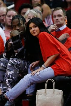 Here's Why Kylie Jenner and Travis Scott's Baby's Last Name Is Webster Kylie And Travis Scott, Travis Scott Merch, Travis Scott Kylie Jenner, Kyle Jenner, Trajes Kylie Jenner, Look Kylie Jenner, Kylie Jenner Outfits, Kendall Jenner, Kardashian Jenner