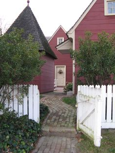 FARMHOUSE – vintage early american farmhouse in historic colonial williamsburg.