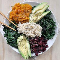 Red Beans and Rice Macro Plate Vegan Gluten-Free- brown rice kale kidney beans seaweed seasoning avocado tamari. Raw Food Recipes, Vegetarian Recipes, Healthy Recipes, Healthy Meals, Buddha Bowl Vegan, Clean Eating, Healthy Eating, Vegan Plate, Macro Meals