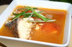 CIORBĂ de CRAP gustoasă și hrănitoare - Top Remedii Naturiste Romanian Food, Tasty, Yummy Food, Fish Recipes, Thai Red Curry, Crap, Mashed Potatoes, Food And Drink, Cooking