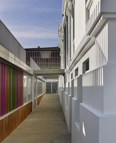 Díaz & Díaz Arquitectos. A Coruña, Madrid. School architecture. Rehabilitation and expansion of a modernist building for classrooms. Facade. Old. New. Color. Walkway. Heritage