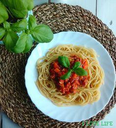 Bolognese, Spaghetti, Ethnic Recipes, Food, Essen, Meals, Yemek, Noodle, Eten