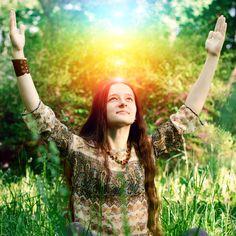 Malas energías y pensamientos negativos, son algunos de los desafíos a los que se enfrenta la aura y lo que lleva a que tengamos que limpiar la aura.