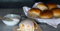 Allergi overfor egg og melk er de vanligste allergier hos barn. Her får du en oppskrift på hveteboller uten egg og melk. Gir ca 20-25 boller. Allergies, Muffin, Pudding, Eggs, Bread, Baking, Breakfast, Desserts, Food