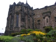 http://cdn23.us2.fansshare.com/photos/castles/edinburgh-castle-castles-216355594.jpg