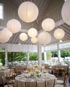 Witte lampionnen  Bruiloft inspiratie Wedding inspiration Huwelijk decoratie Event versiering Babyborrel  Communie  Wedding Ideas paper lanterns Wedding decoration