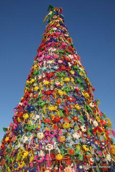 A Christmas tree made of piñatas