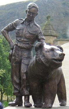 Edinburgh honors a bear that served during World War II. Teddy Bear Day, Teddy Bear Cartoon, Wojtek Bear, Panda Day, Italian Campaign, Service Club, Bear Art, World War Ii, Retro