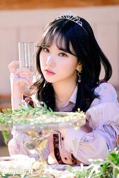 Eunha is a queen Kpop Girl Groups, Korean Girl Groups, Kpop Girls, Gfriend Album, Jung Eun Bi, Beautiful Girl Image, Pretty Asian, Fandom, G Friend
