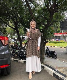 Old Fashion Dresses, Modest Fashion Hijab, Modern Hijab Fashion, Muslim Women Fashion, Modesty Fashion, Hijab Fashion Inspiration, Skirt Fashion, Fashion Muslimah, Foto Instagram
