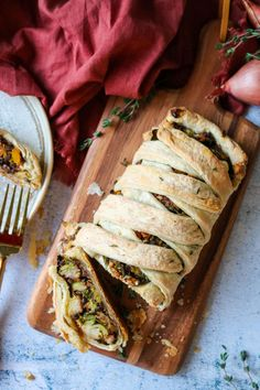 Imagine this veggie-filled Herbed Butternut Squash Wellington at the center of your Thanksgiving spread. It's going to be the talk of the table! Vegetarian Mushroom Gravy, Vegan Vegetarian, Vegetarian Recipes, Mushroom Recipes, French Lentils, Puff Pastry Sheets, Stuffed Mushrooms, Stuffed Peppers, Big Meals