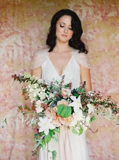 Al fresco Tuscan bouquet: http://www.stylemepretty.com/2016/06/06/a-sonoma-wedding-inspired-by-old-world-tuscany/ | Photography: Michele Beckwith - http://michelebeckwith.com/