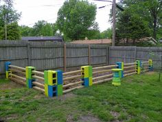 awesome cinder block garden fence … maybe not the colors I would use, but an easy and cute concept