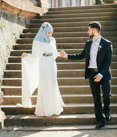 Image about photography in muslim couples by Sara Bild de Braut, Fotografie und Hochzeit Bridal Hijab, Muslim Wedding Dresses, Muslim Brides, Wedding Hijab, Wedding Bridesmaids, Wedding Couple Poses Photography, Bride Photography, Wedding Poses, Wedding Couples