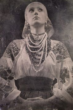 I like old pictures, Ukraine woman costume Vintage Photographs, Vintage Photos, Foto Fantasy, Ukraine Women, Ukrainian Art, Ukrainian Dress, Baba Yaga, Folk Fashion, Russian Fashion
