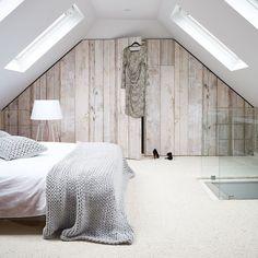 die 75 besten bilder von bett unter dachschr ge in 2019 attic bedrooms attic spaces und attic. Black Bedroom Furniture Sets. Home Design Ideas