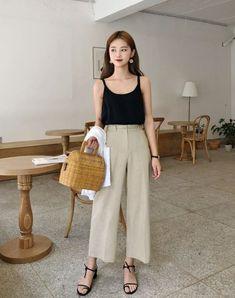 New vintage fashion style outfits capsule wardrobe ideas Korean Fashion Trends, Korean Street Fashion, Asian Fashion, Look Fashion, Korea Fashion, Fashion Styles, Korean Outfits, Trendy Outfits, Fashion Outfits