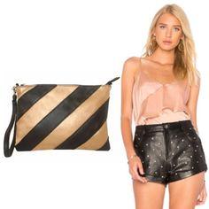 cartera-carteras-carteras de cuero-carteras de moda- carteras Peru-carteras Lima- carteras en oferta-handbags-bags-fashion bags-leather bags-PLUMSHOPONLINE.COM - Look para AÑO NUEVO 2018 con la cartera multiuso LARA en negro con dorado. Consíguela AHORA en la tienda online de PLUM con envío GRATIS: http://ift.tt/2hlbSzb o en el enlace de nuestro perfil @plumshoponline