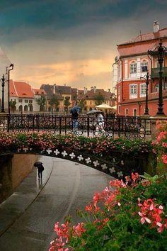 Puente de los mentirosos en un día lluvioso, Sibiu, Rumania. Los 10 pueblos más bonitos en Rumania