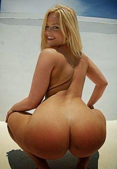 Nackt bilder Kugelrundes Hinterteil einer Blondine