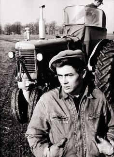 James Dean on the Winslow farm photographed by Dennis Stock James Dean, Neil Young, Classic Hollywood, Old Hollywood, Dennis Stock, Minneapolis Moline, East Of Eden, Actor James, American Actors