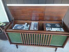 Metà secolo Stereo console giradischi radio e di MilliesAttique