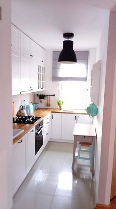 apartment kitchen You may also get the absolute most out of your small kitchen with a tiny kitchen remodeling. A more compact kitchen always has the choice to gain from that extra ro Small Apartment Kitchen, Home Decor Kitchen, Interior Design Kitchen, Diy Kitchen, Kitchen Small, Awesome Kitchen, Very Small Kitchen Design, Interior Ideas, Interior Modern