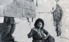 Une combattante algérienne détenue sous l'oeil d'un soldat français pendant la guerre d'Algérie - DR