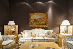 It's golden with ornate embellishments, upholstered in a beautiful silk: It's a baroque sofa. Or is it a Rococo style sofa? Both of these furniture styles Classic Furniture, Furniture Styles, Contemporary Furniture, Furniture Design, Fine Furniture, Luxury Sofa, Luxury Living, Küchen Design, Interior Design