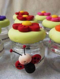 Potinhos de geleia tema jardim encantado.  Prazo para confecção de 30 dias, consulte prazo de entrega antes de efetuar a compra.
